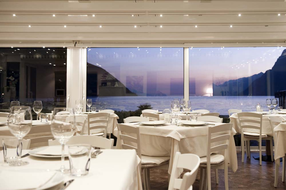 Beautiful Ristorante La Terrazza Sul Lago Photos - Design Trends ...